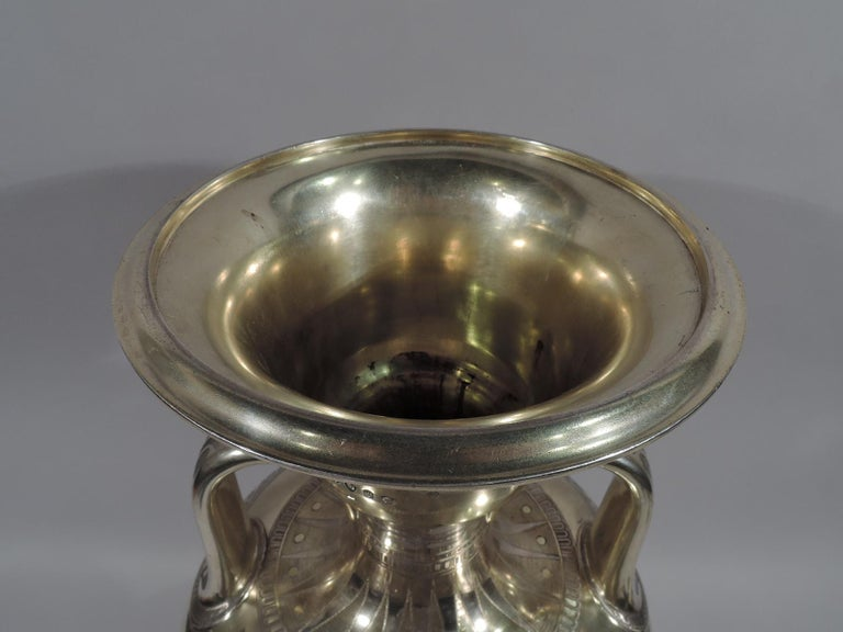Large English Neo-Grec Gilt Sterling Silver Amphora Trophy Cup In Excellent Condition For Sale In New York, NY