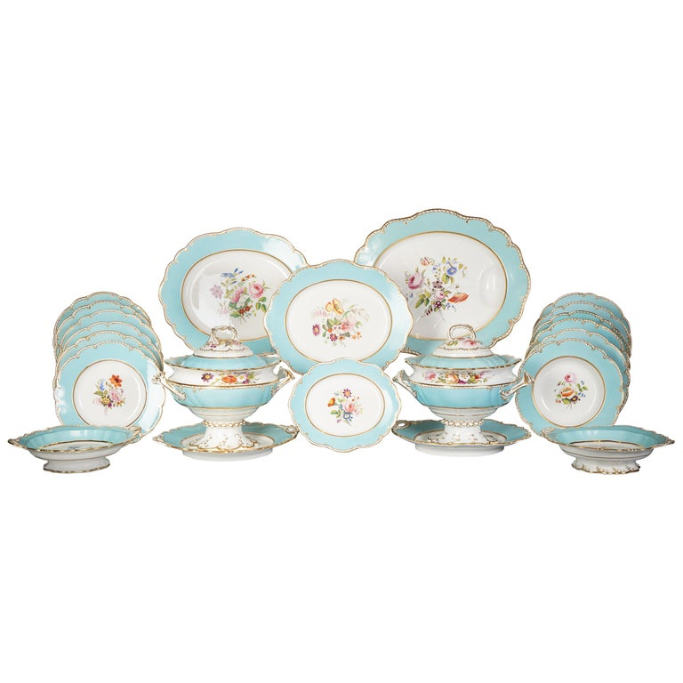 Large English Porcelain Dinner Service, Minton, circa 1845 For Sale