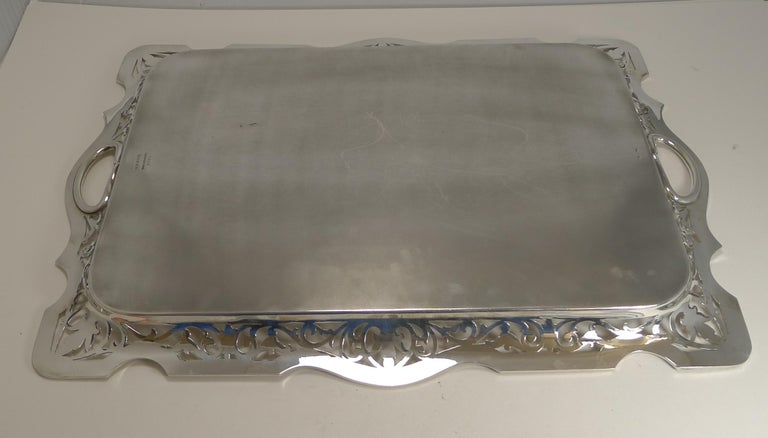 Large English Serving Tray by Martin Hall & Co., circa 1900 In Good Condition For Sale In London, GB