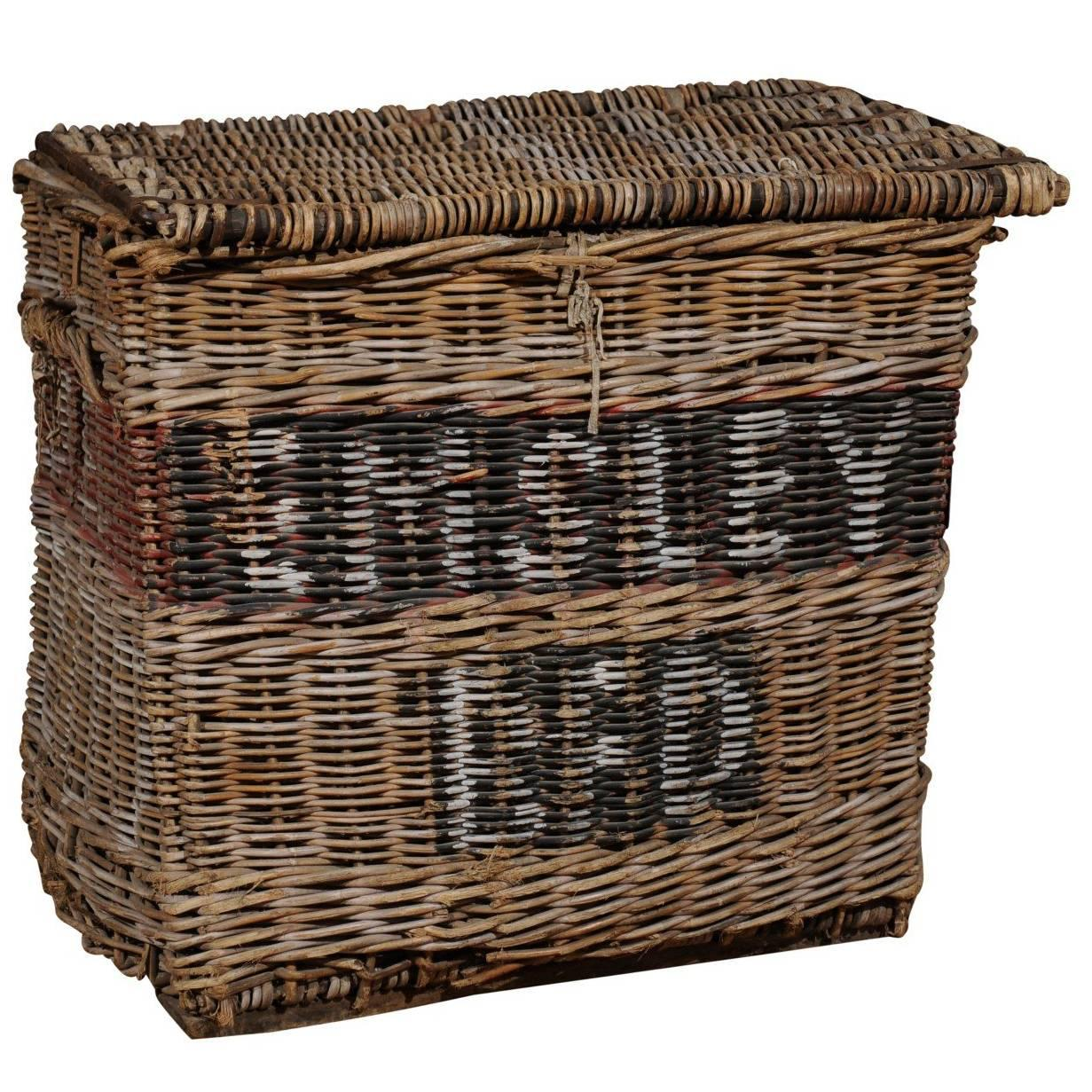 Large English Wicker Linen Basket With Lateral Handles From The 19th Century