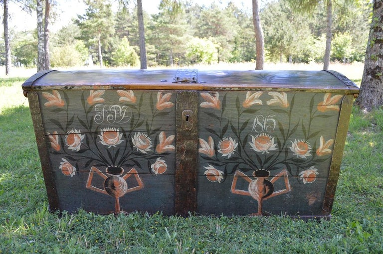 - Dot painted wedding chest from the early 19th century - Original condition with large dimensions and unusual shape - Painting dates from 1815 - From eastern France or Switzerland - Robust design in solid wood with nails, handles, and forged