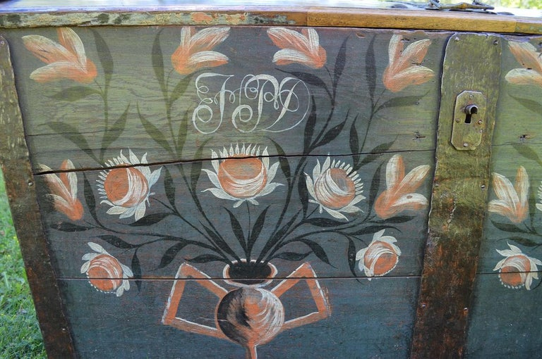 Large European Antique Polychrome Painted Wedding Chest, circa 1815 In Fair Condition For Sale In L'Etang, FR