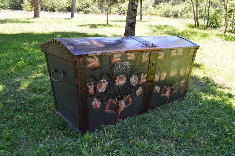 Large European Antique Polychrome Painted Wedding Chest, circa 1815 For Sale 2