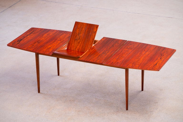 Mid-Century Modern Large Expendable Rosewood Dining Table by Tom Robertson for McIntosh, 1960s For Sale