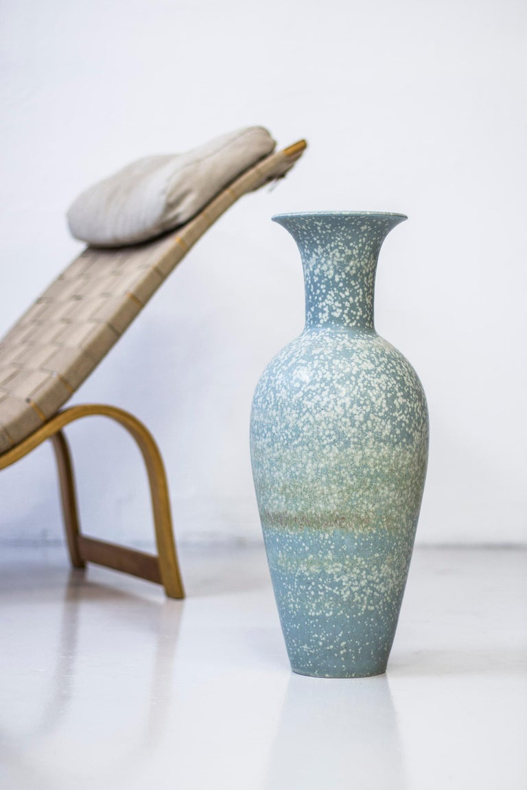 Large floor vase designed by Gunnar Nylund. Rare model and the largest that was designed by Nylund and serially Produced by Rörstrand during the 1950s. Made from stine ware with grey glaze with light grey/white spots. Good condition with light wear