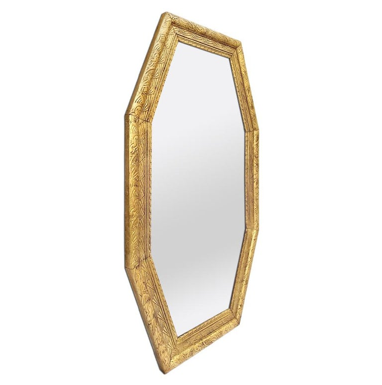 Large antique octagonal giltwood mirror with geometric 1930s decors. Re-gilding to the leaf patinated. Modern glass mirror. Antique wood back. Antique frame width 6 cm / 2.36 in.