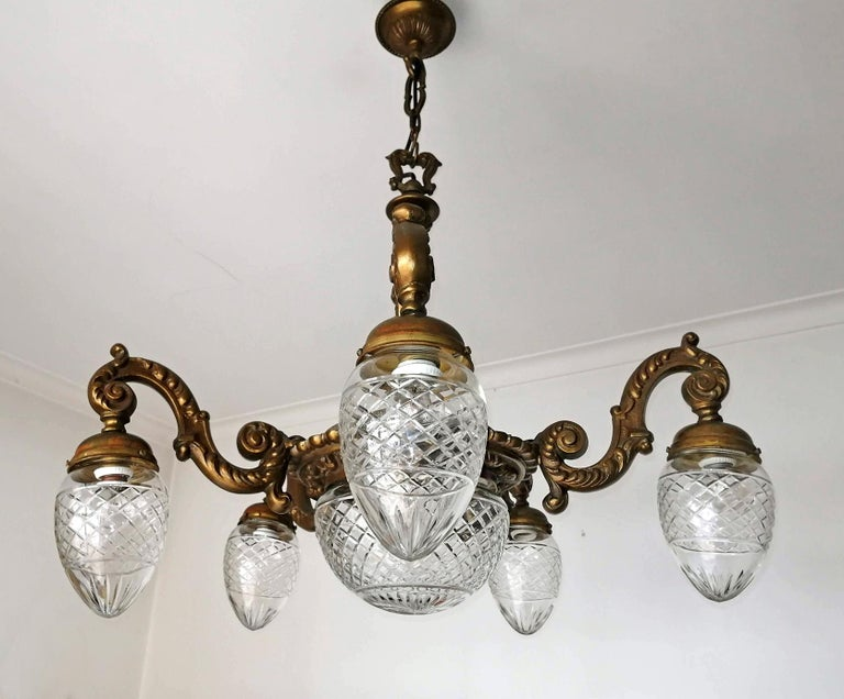 Large French Art Deco Cut Crystal Globes & Gilt Bronze Ornate Chandelier, 1920s For Sale 1