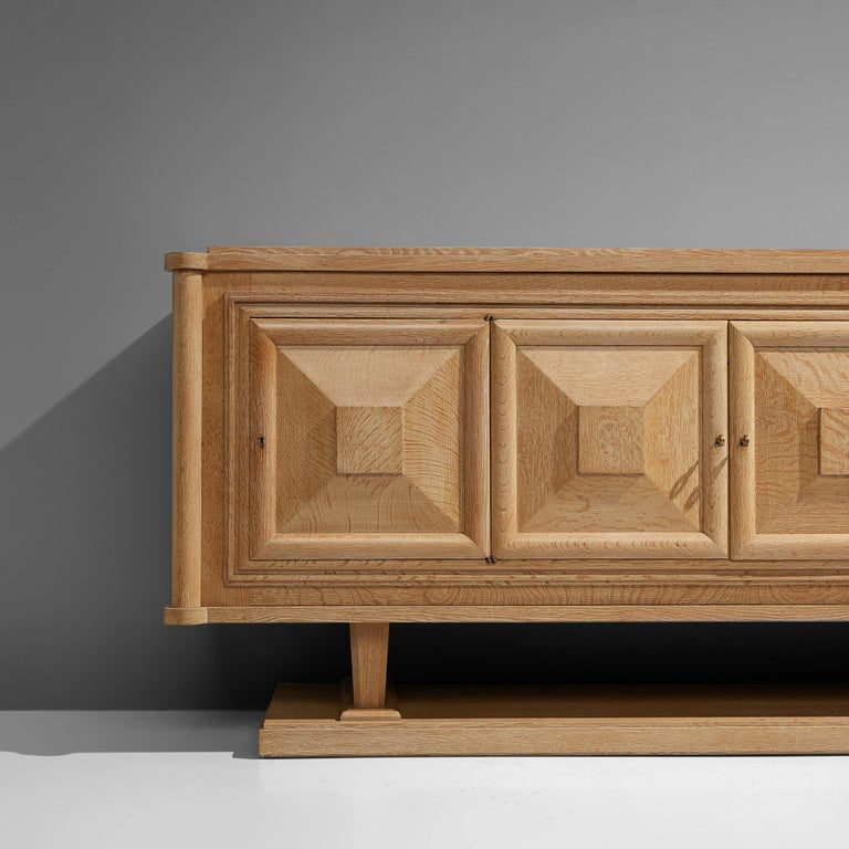 Large French Art Deco Sideboard in Oak For Sale 1