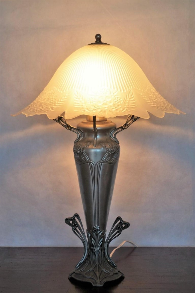 Glass French Art Deco Vase Table Lamp, 1930s For Sale