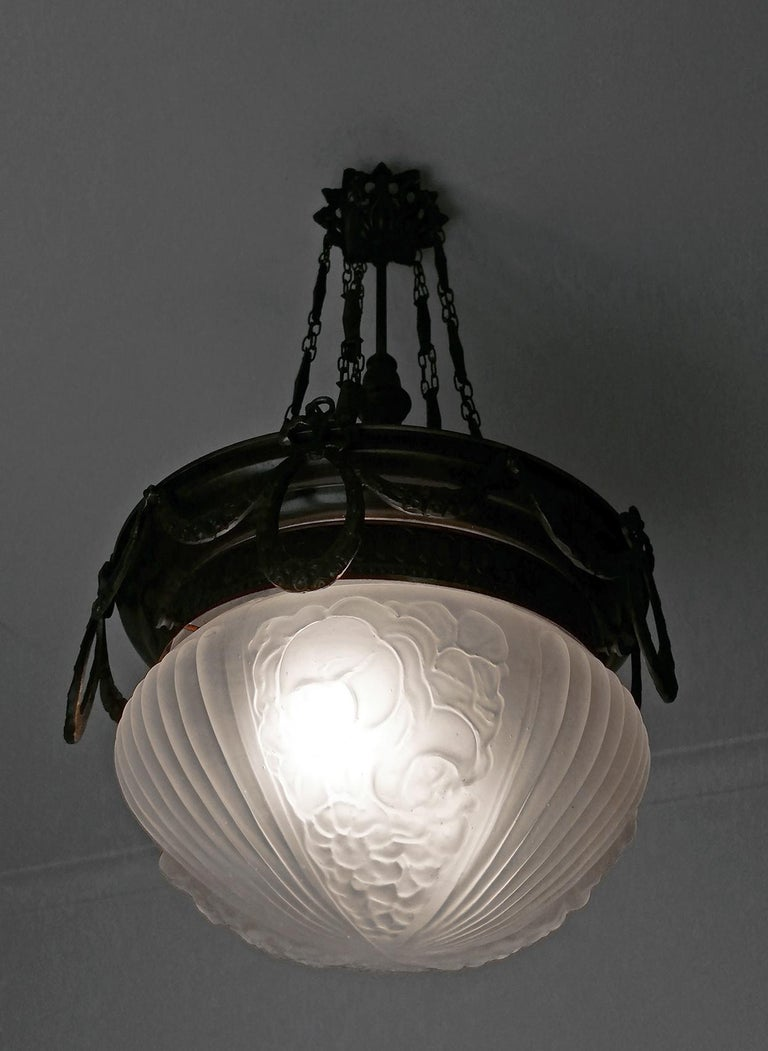 Large French Art Nouveau Art Deco Burnished Brass & Frosted Glass Chandelier For Sale 1