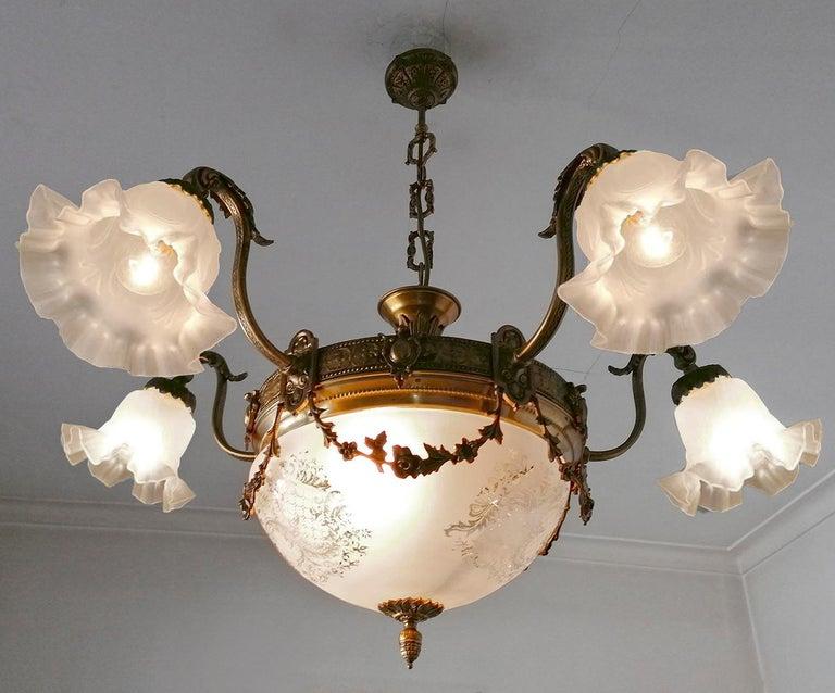 Large French Art Nouveau Empire Gilt Bronze Etched & Glass Chandelier, c1920 For Sale 5