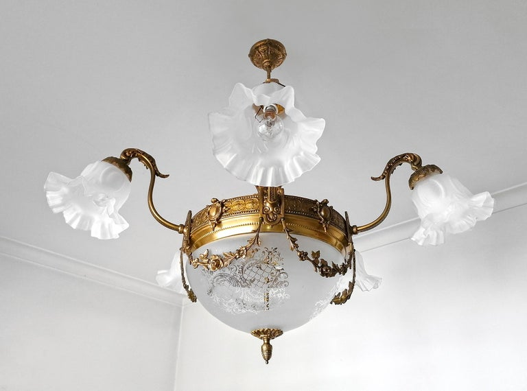 Large French Art Nouveau Empire Gilt Bronze Etched & Glass Chandelier, c1920 In Good Condition For Sale In Coimbra, PT