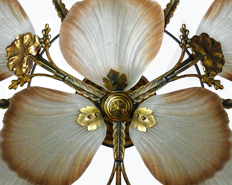 Large French Art Nouveau Hollywood Regency Chandelier, Gilt Bronze & Amber Glass In Excellent Condition For Sale In Coimbra, PT