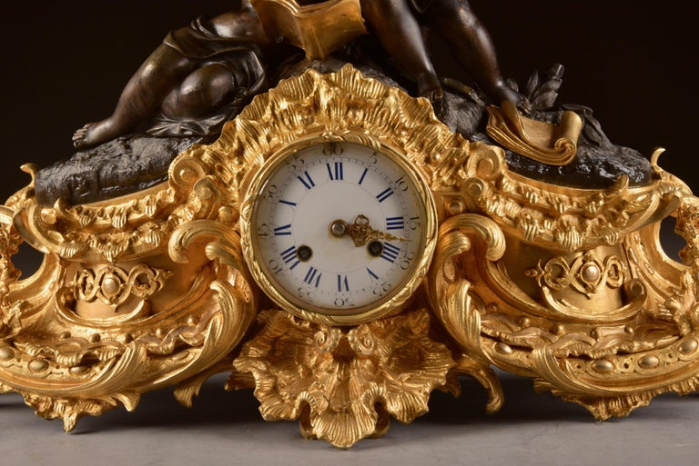 Large French Bronze Gilt Clock with 2 Cherubim In Good Condition For Sale In Heukelum, NL