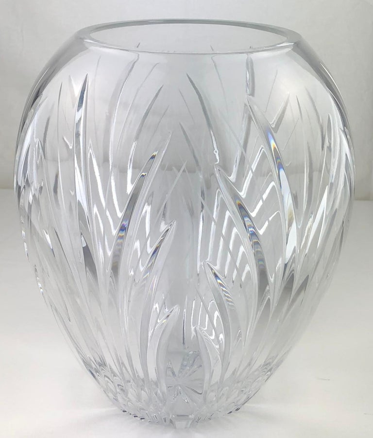 Large French Cut Clear Crystal Flower Vase In Good Condition For Sale In Arles, FR