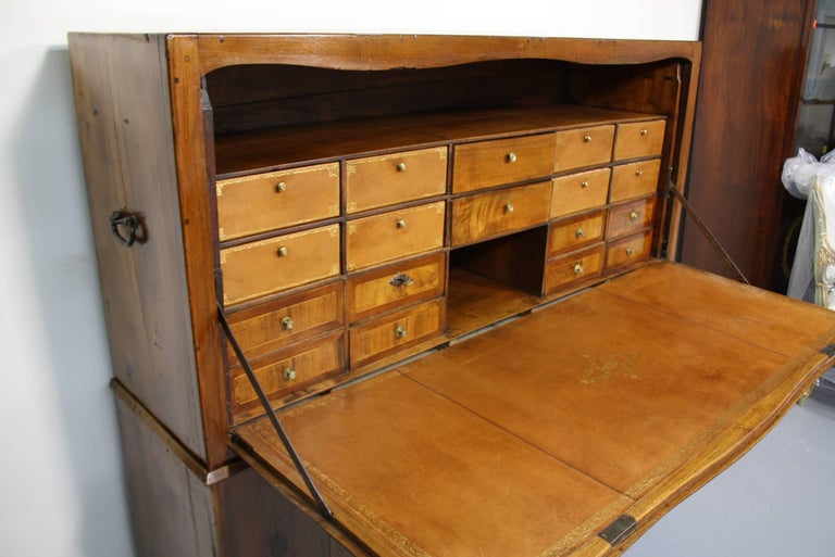 18th Century Large French Directoire Period Traveling Secretary For Sale