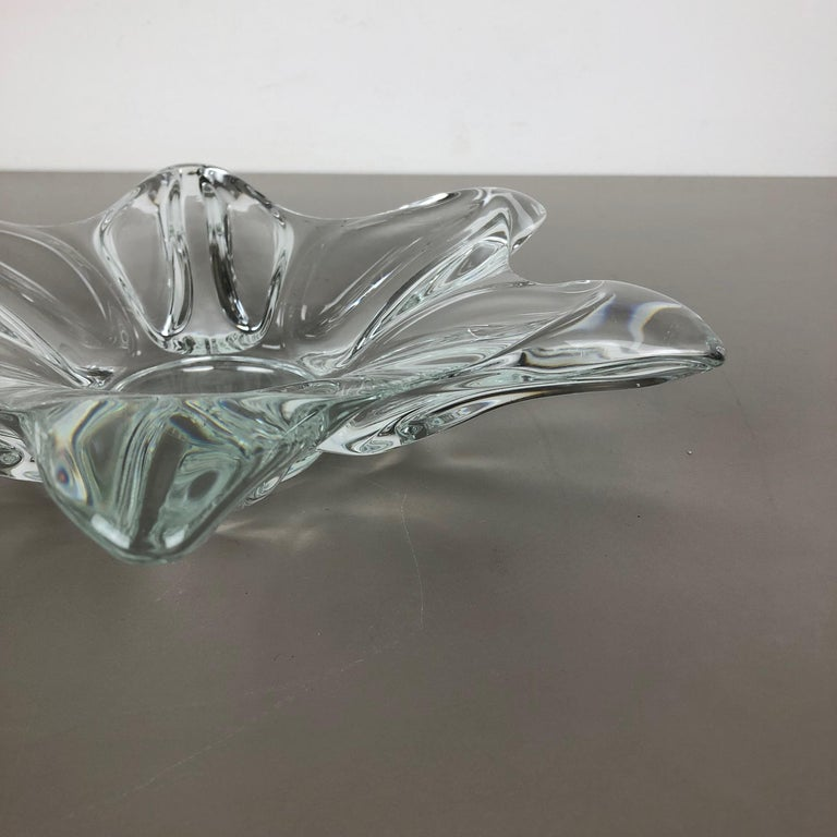 Large French Floral Crystal Glass Shell Bowl by Art Vannes, France, 1970s For Sale 3