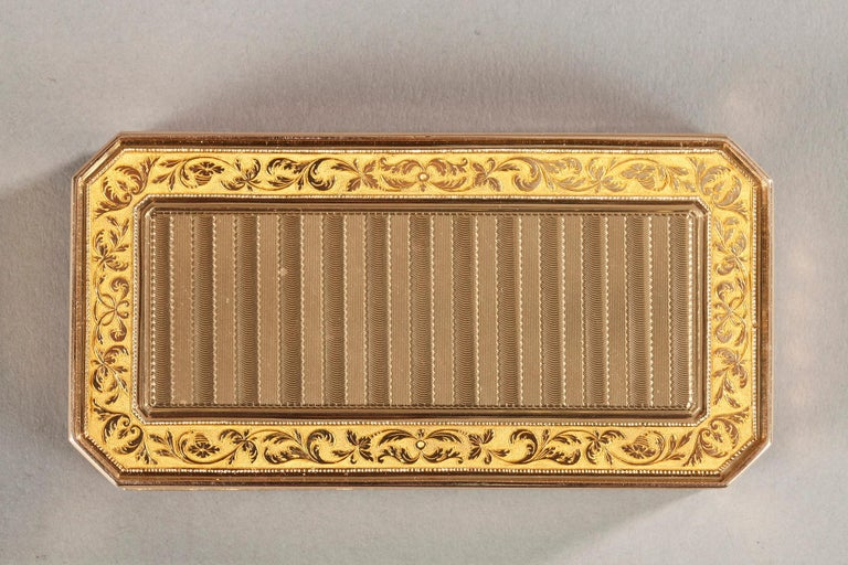 Large French Gold Snuffbox For Sale 1
