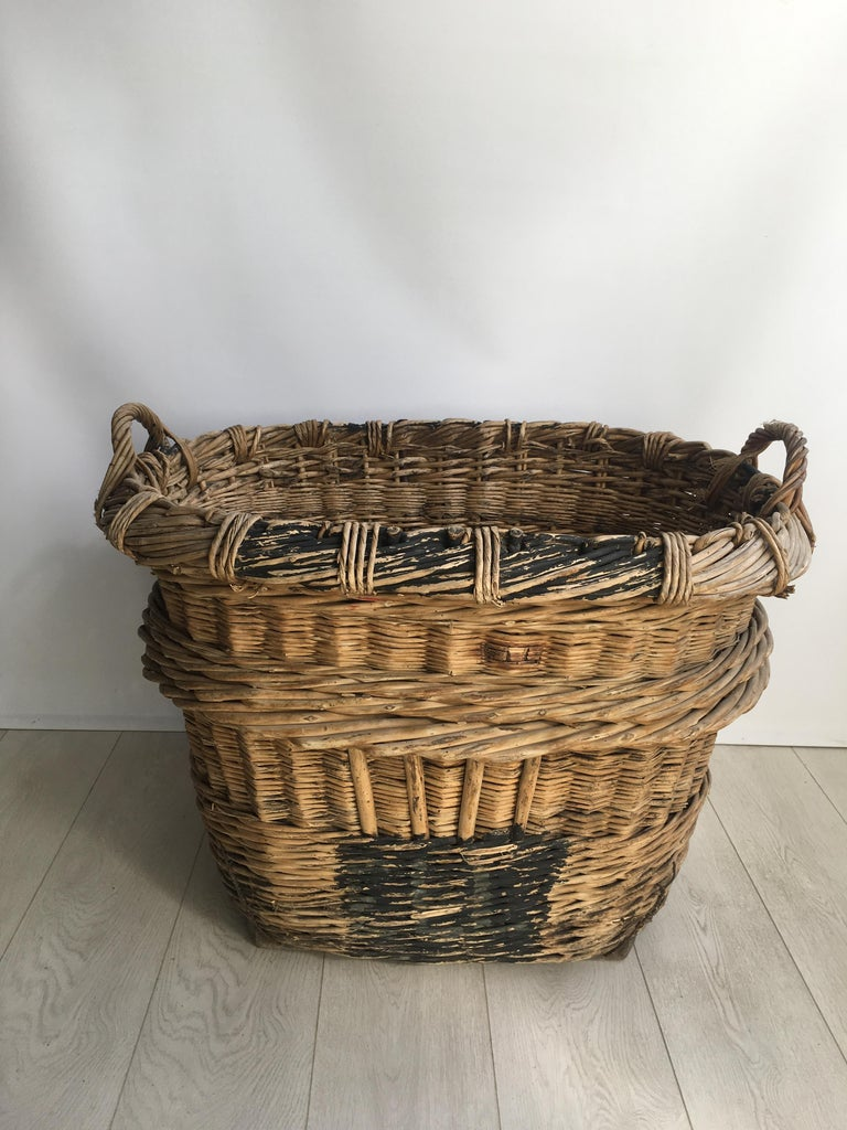 Large French Vineyard Champagne Wicker Basket In Good Condition For Sale In Copthorne, GB