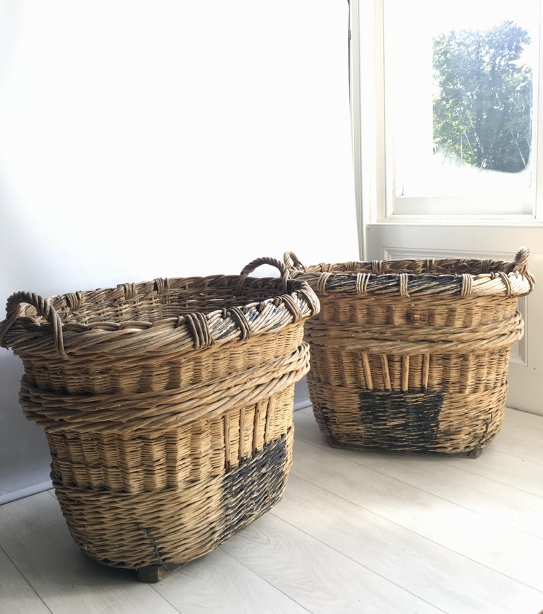 Large French Vineyard Champagne Wicker Basket For Sale 4