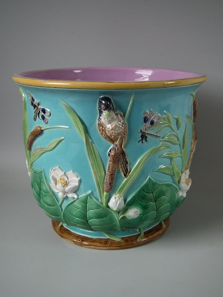 Large George Jones Majolica Bird and Pond Lily Jardinière In Good Condition For Sale In Battlesbridge, Essex