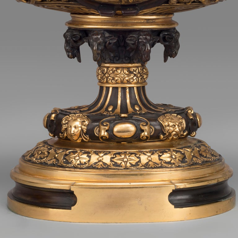 Large Gilt and Patinated Bronze Neoclassical Style Vase, French, circa 1910 For Sale 2