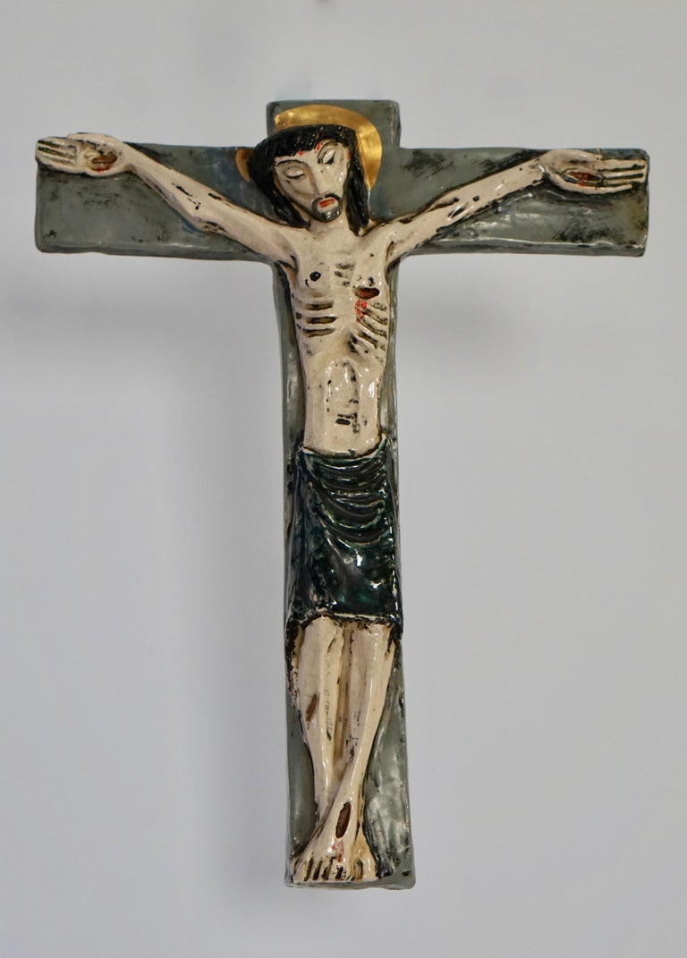Large 37 cm tall wall crucifix in ceramic, made in Belgium in the 1950s.