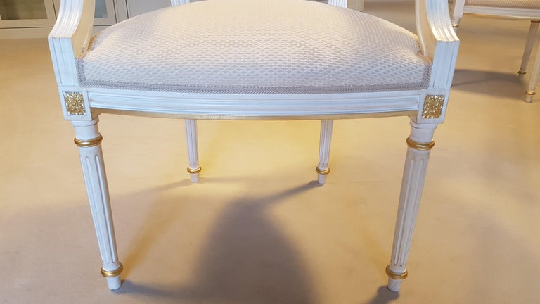 Large Glass Dining Room Set with White and Gold Stooling For Sale 2