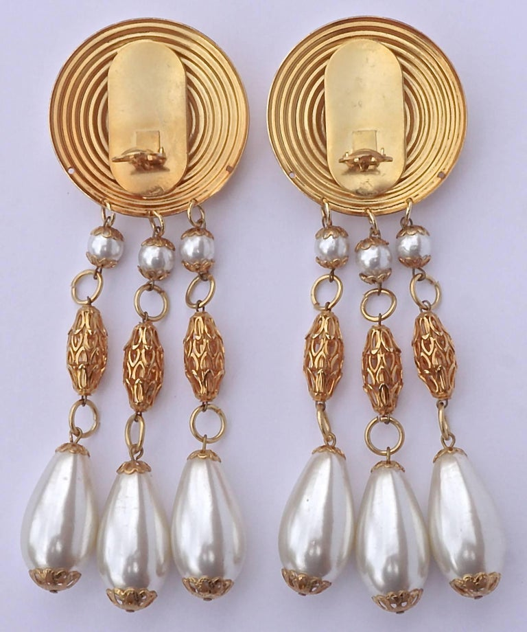 Large Gold Tone Faux Pearl Chandelier Vintage Clip On Statement Earrings In Good Condition For