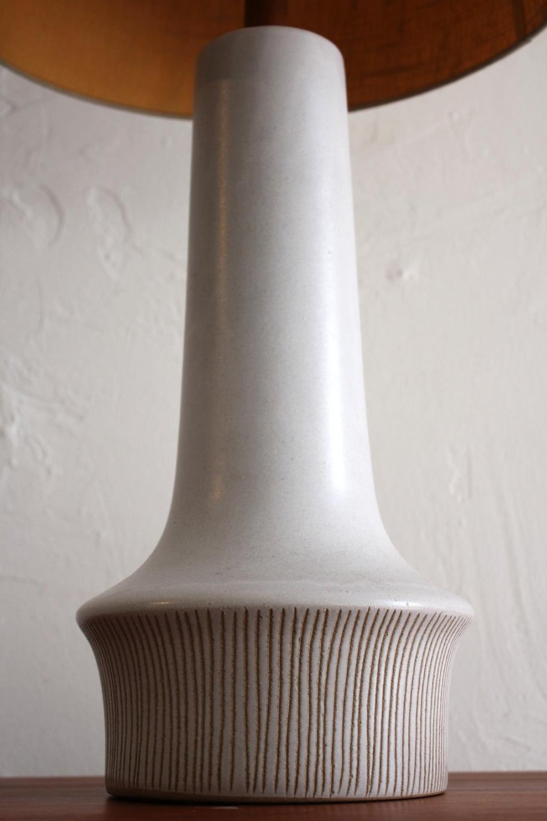 Large Gordon & Jane Martz Studio Tall Ceramic Table Lamp with Original Shade In Excellent Condition For Sale In San Diego, CA