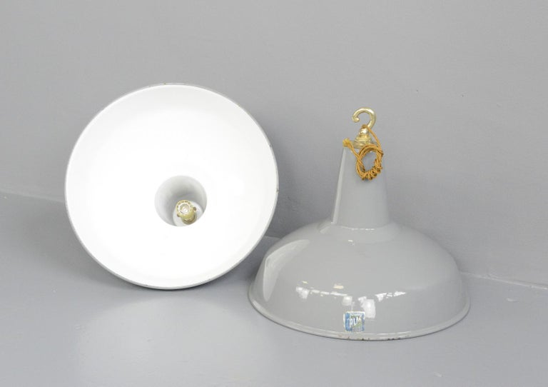 Large Grey Enamel Factory Lights by Benjamin, circa 1950s For Sale 4