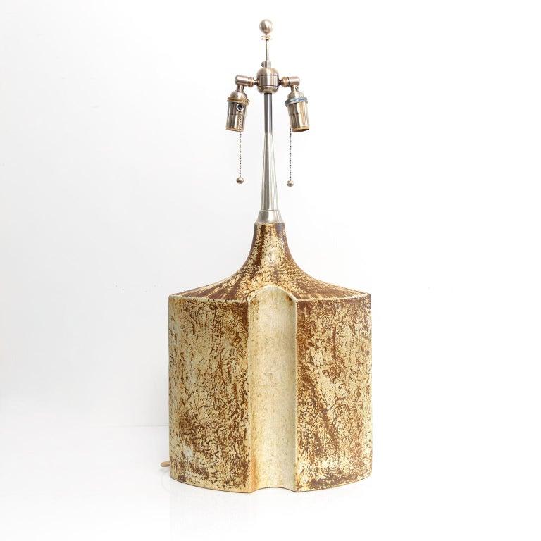 A large Haico Nitzsche designed ceramic lamp for Søholm Pottery, Bornholm, Denmark. The lamp has a