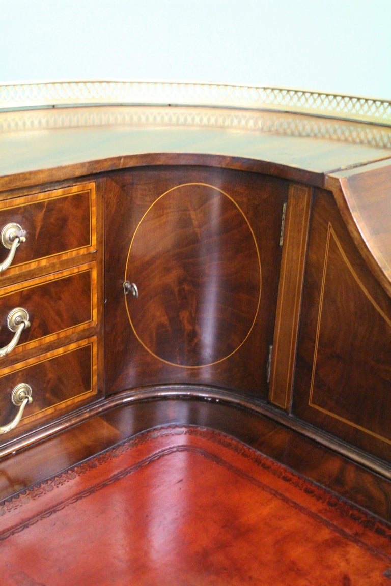 Large Inlaid Mahogany Carlton House Desk by Jas Shoolbred and Co. For Sale 2