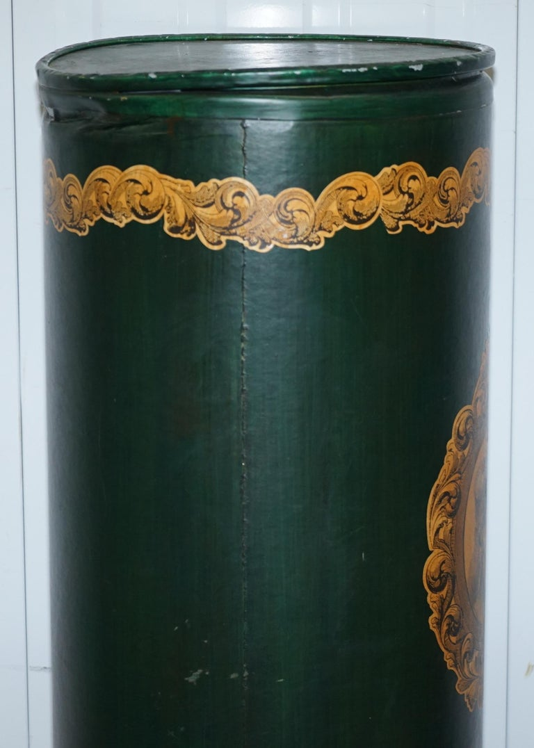 Large Irish Green Pedestal Drum Stand with Picture of a Victorian Lady on In Distressed Condition For Sale In London, GB