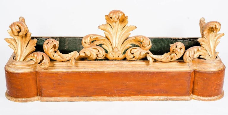 Large Italian 18th Century Giltwood Jardinière or Planter For Sale 2