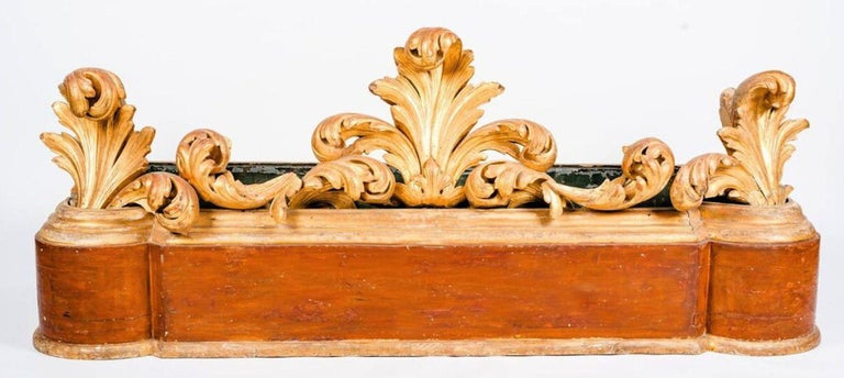 Large Italian 18th Century Giltwood Jardinière or Planter For Sale 4