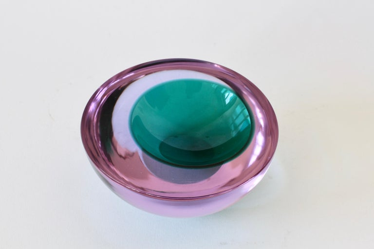 Large Italian Alexandrite and Green Sommerso Murano Glass Bowl, Dish or Ashtray In Excellent Condition For Sale In Landau an der Isar, Bayern