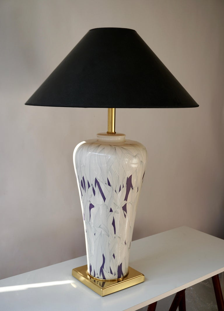 Large Italian purple and white ceramic and brass table lamp. Measures: Height 51 cm. Diameter 24 cm. Weight 4 kg.  The lampshade is not included in the price.