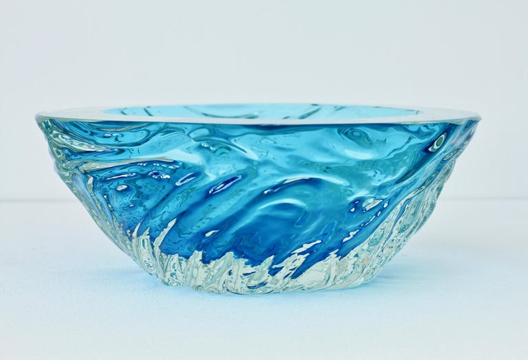 Large Italian Blue 'Sommerso' Murano Glass Bowl Maurizio Albarelli Attributed In Good Condition For Sale In Landau an der Isar, Bayern