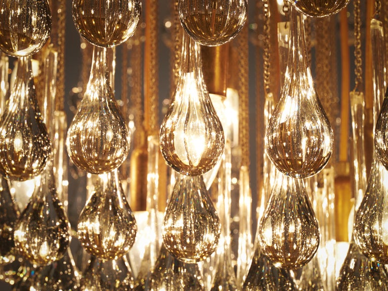 Mid-Century Modern Large Italian Chandelier in Brass with Glass Drops For Sale