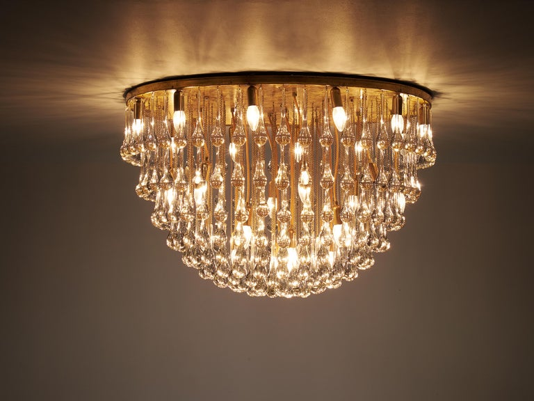 Mid-20th Century Large Italian Chandelier in Brass with Glass Drops For Sale