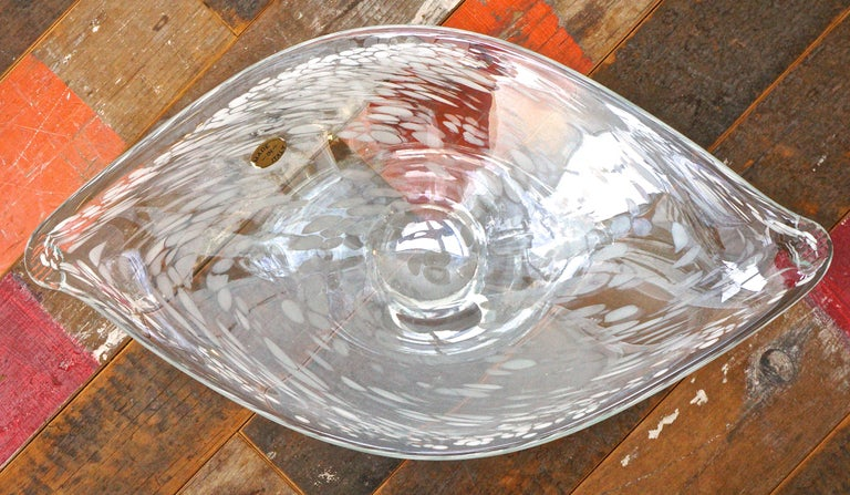 Women's or Men's Large Italian Hand Made Clear and White Art Glass Bowl circa 1960s For Sale
