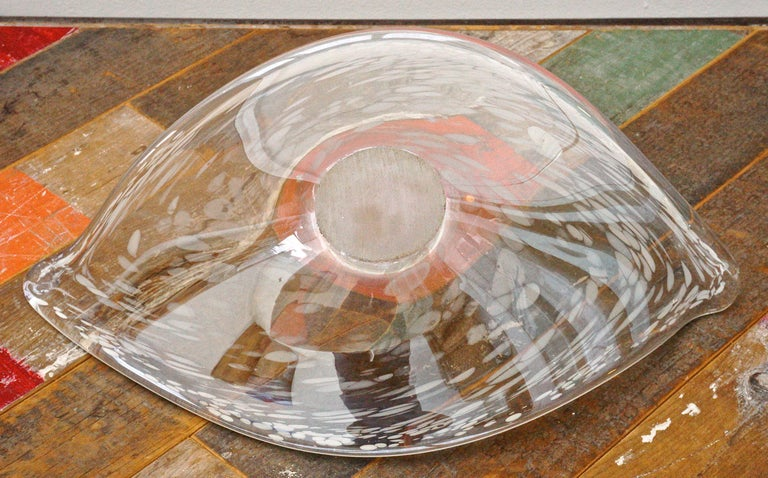Large Italian Hand Made Clear and White Art Glass Bowl circa 1960s For Sale 1