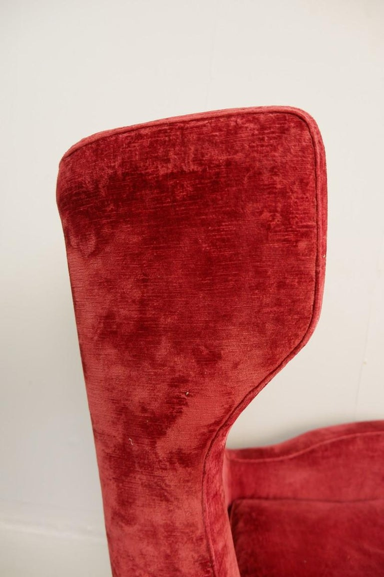 Large Italian High Back Red Velvet Armchair, 1950s In Good Condition For Sale In Brussels, BE