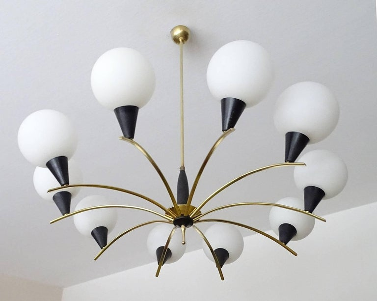 Large MidCentury Glass Brass Sputnik Chandelier Pendant, Stilnovo Gio Ponti Era  In Excellent Condition For Sale In Bremen, DE