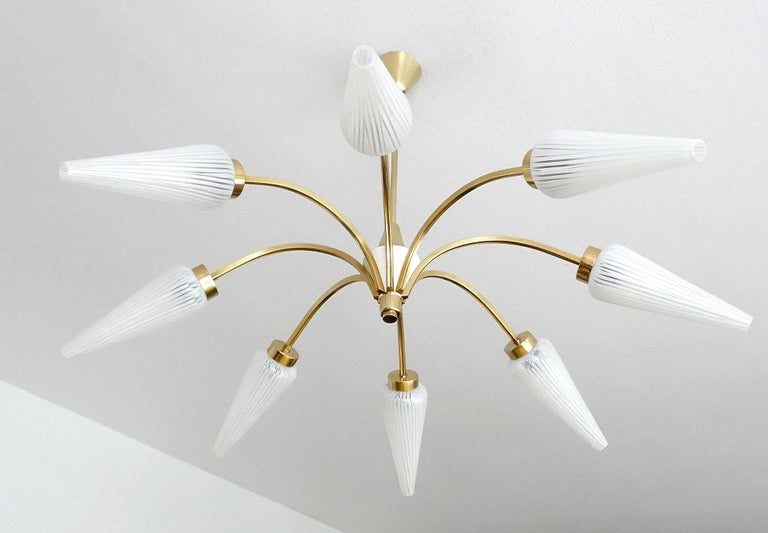 Large Italian  MidCentury Brass Glass Sputnik Chandelier, Stilnovo Gio Ponti Era For Sale 3