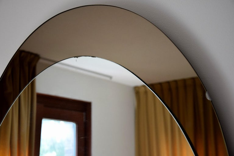 Large Italian Oval Mid-Century Modern Mirror by Cristal Arte For Sale 5