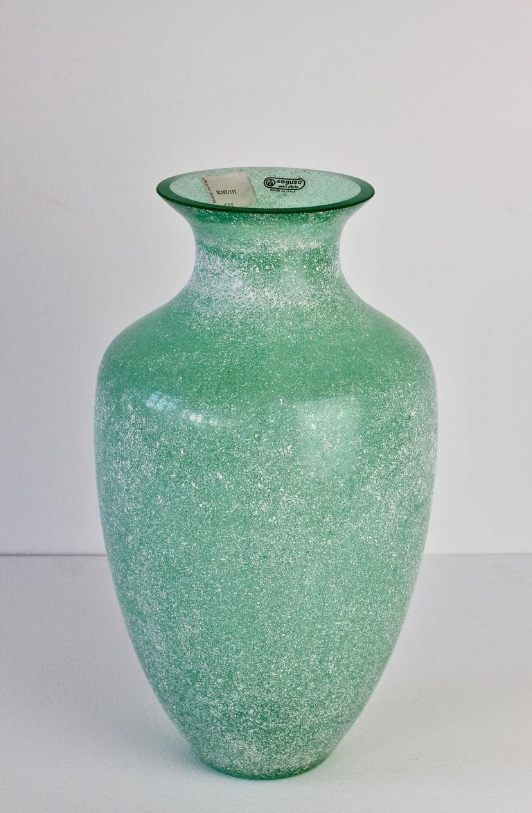 Mid-Century Modern Large Italian Seguso Vetri d'Arte Green 'Scavo' Murano Glass Vintage Floor Vase For Sale