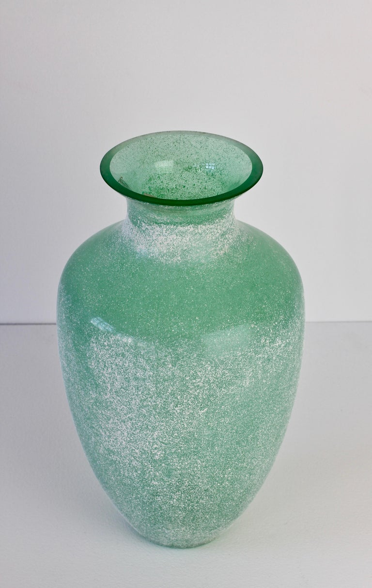 20th Century Large Italian Seguso Vetri d'Arte Green 'Scavo' Murano Glass Vintage Floor Vase For Sale