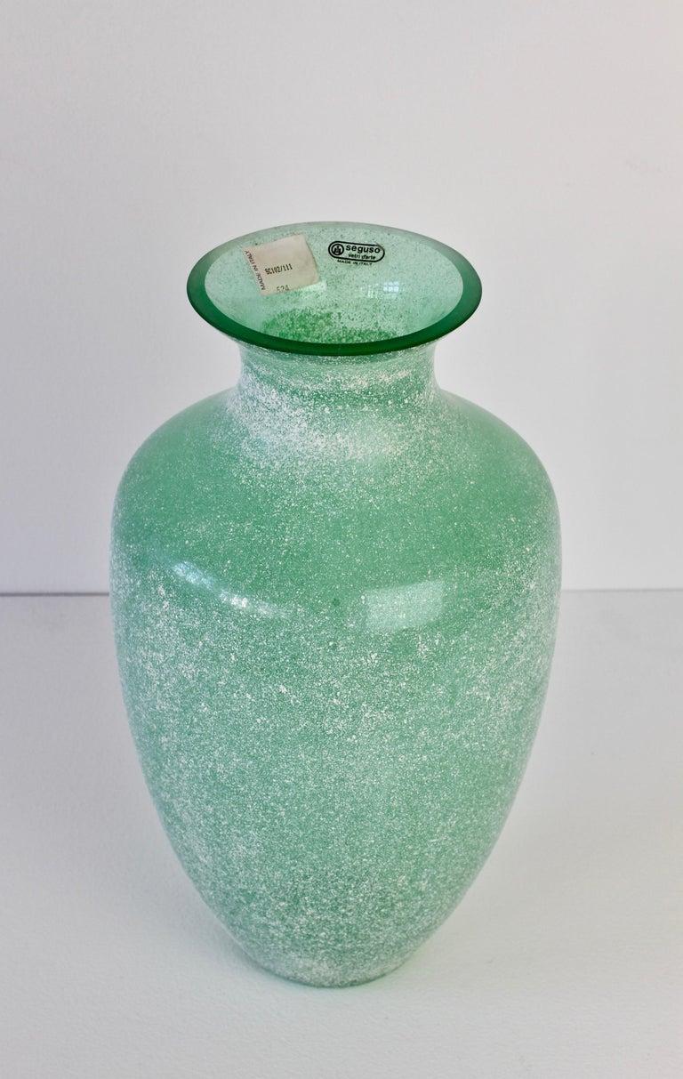Large Italian Seguso Vetri d'Arte Green 'Scavo' Murano Glass Vintage Floor Vase For Sale 2